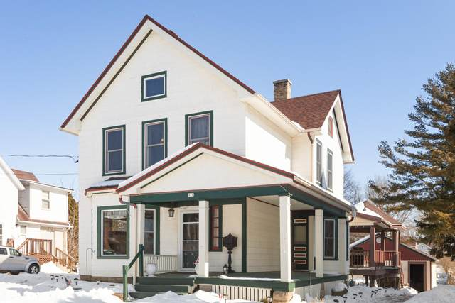 428 N Main St, Hartford, WI 53027 (#1677168) :: RE/MAX Service First Service First Pros