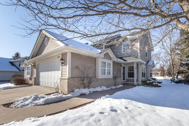 14210 W Lenox Dr, New Berlin, WI 53151 (#1677174) :: RE/MAX Service First Service First Pros