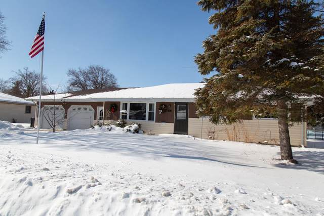 21 Crestwood Dr, Elkhart Lake, WI 53020 (#1677221) :: Keller Williams Momentum