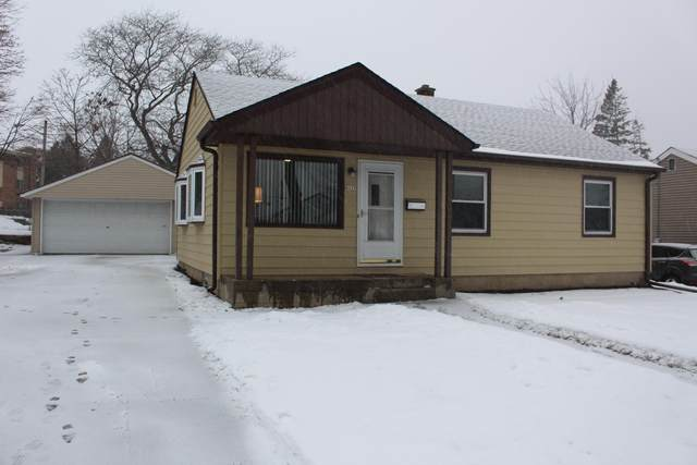 4117 S Hately Ave, Saint Francis, WI 53235 (#1677272) :: RE/MAX Service First Service First Pros