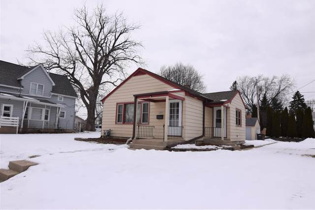 1224 Manistique Ave, South Milwaukee, WI 53172 (#1677274) :: RE/MAX Service First Service First Pros