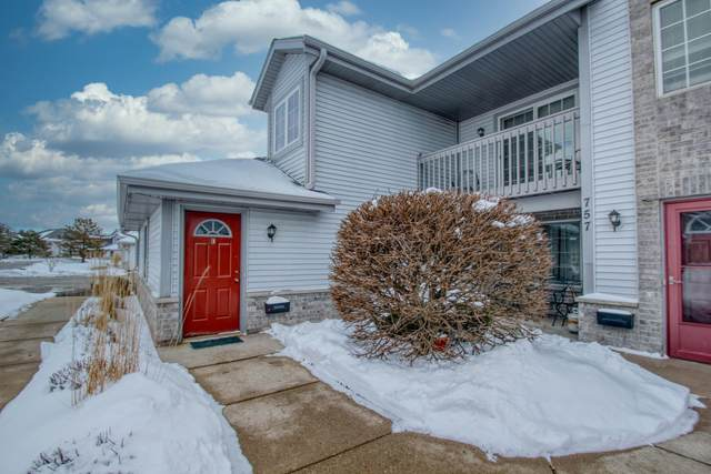 757 Quinlan Dr E, Pewaukee, WI 53072 (#1677278) :: RE/MAX Service First Service First Pros