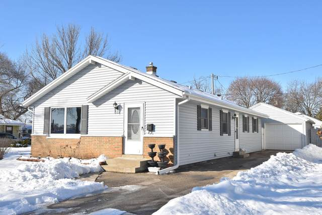 332 Coolidge Ave, Waukesha, WI 53186 (#1677436) :: RE/MAX Service First Service First Pros