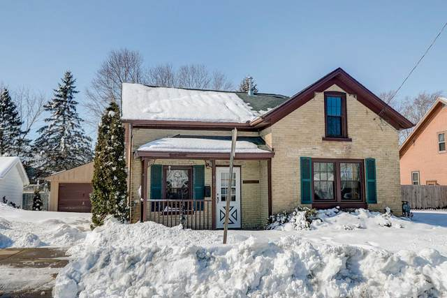 610 N Montgomery St, Watertown, WI 53098 (#1677500) :: RE/MAX Service First Service First Pros