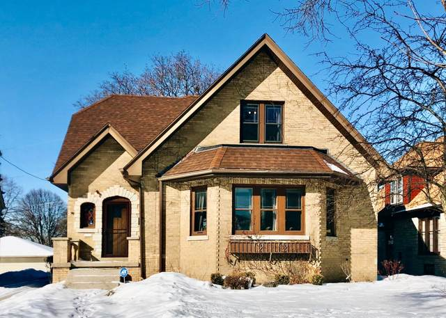 2751 N 70th St, Milwaukee, WI 53210 (#1677517) :: RE/MAX Service First Service First Pros