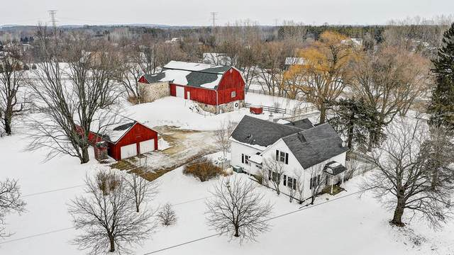 2337 Meadowridge Ct, Cedarburg, WI 53012 (#1677537) :: Tom Didier Real Estate Team