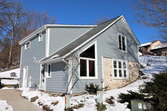382 Prairie Run, Grafton, WI 53024 (#1677548) :: Tom Didier Real Estate Team