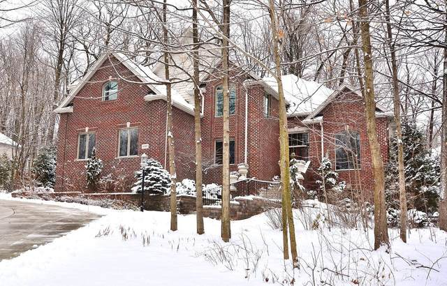 19365 Ashbourne Ln, Brookfield, WI 53045 (#1677582) :: RE/MAX Service First Service First Pros
