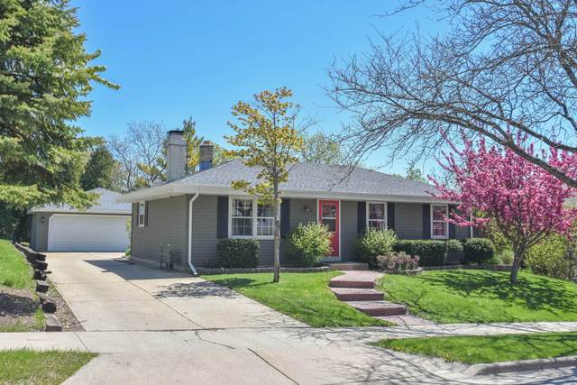 825 Briar Hill Drive, Waukesha, WI 53188 (#1677663) :: RE/MAX Service First Service First Pros