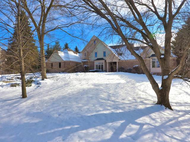 11601 N Grace Ct, Mequon, WI 53092 (#1677667) :: Tom Didier Real Estate Team