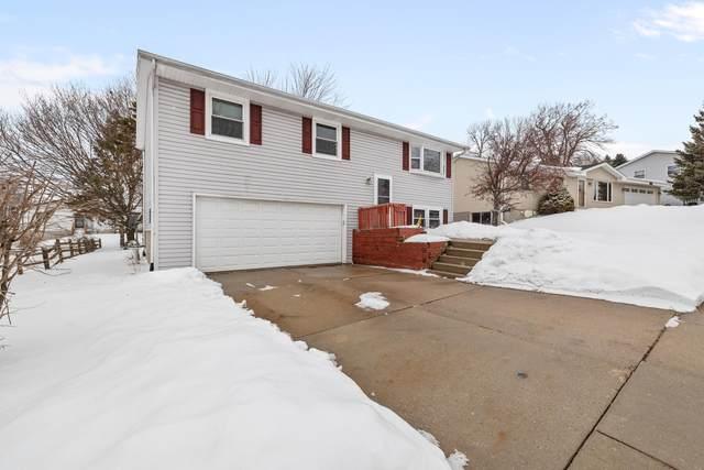826 Kings Ridge Ct W, West Bend, WI 53090 (#1677736) :: Tom Didier Real Estate Team
