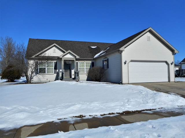 1228 E Pinecrest Ln, Elkhorn, WI 53121 (#1677801) :: Keller Williams Realty - Milwaukee Southwest