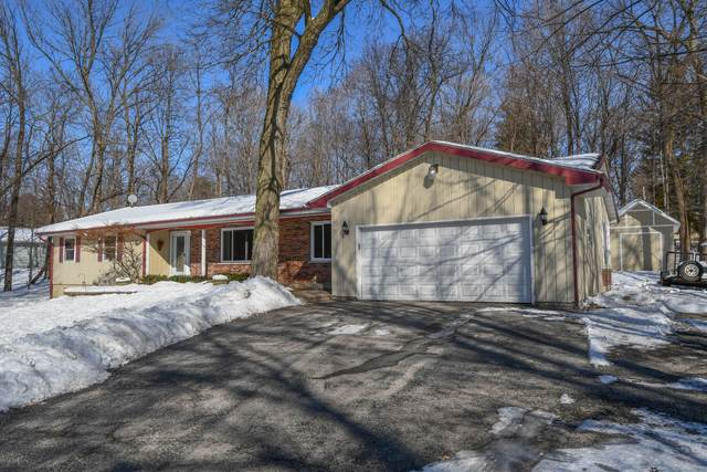 N7966 Green Tree Ln, Ixonia, WI 53066 (#1677886) :: RE/MAX Service First Service First Pros