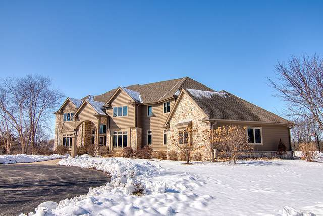 7010 W Ridgeview Dr, Mequon, WI 53092 (#1678040) :: RE/MAX Service First Service First Pros
