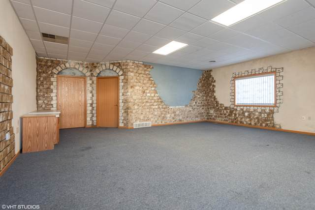 126 W Commerce Blvd F, Slinger, WI 53086 (#1680518) :: Tom Didier Real Estate Team