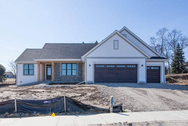 725 Stoecker Farm Ave, Mukwonago, WI 53149 (#1681042) :: Tom Didier Real Estate Team