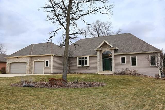 4564 S Foxwood Blvd, Greenfield, WI 53228 (#1681246) :: Tom Didier Real Estate Team