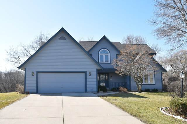 12555 W North Ln, New Berlin, WI 53151 (#1681691) :: RE/MAX Service First Service First Pros