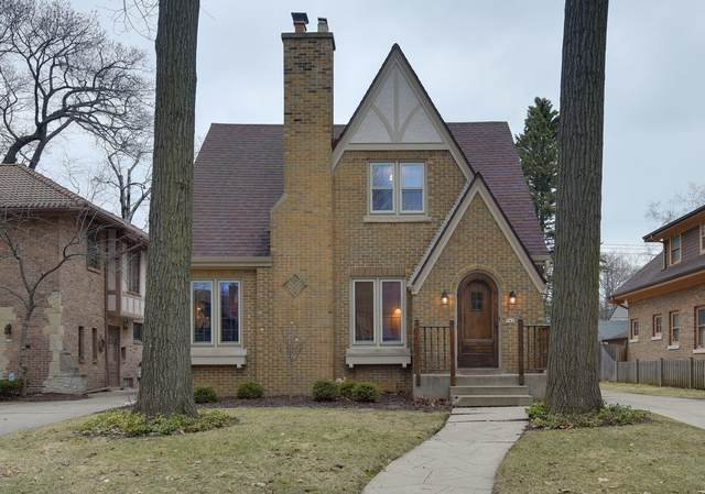 742 E Sylvan Ave, Whitefish Bay, WI 53217 (#1681793) :: Tom Didier Real Estate Team