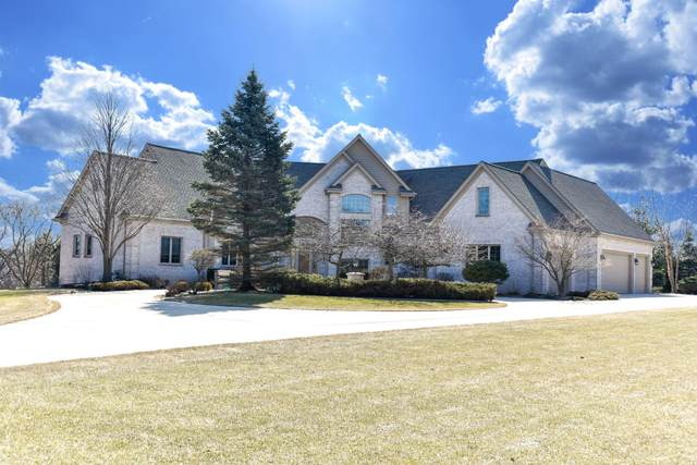 7143 W Ridgeview Ct, Mequon, WI 53092 (#1681969) :: Tom Didier Real Estate Team