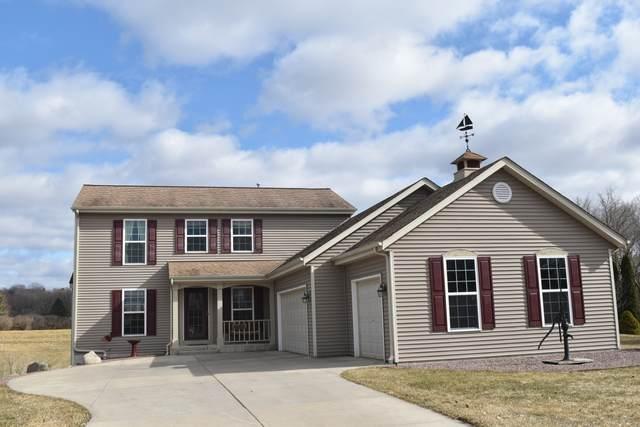 6007 Eagle Point Rd, Hartford, WI 53027 (#1682110) :: Tom Didier Real Estate Team