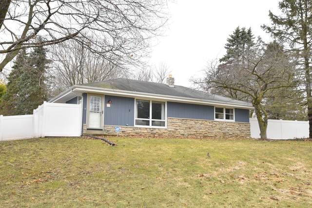 19423 W Vista Dr, New Berlin, WI 53146 (#1682222) :: RE/MAX Service First Service First Pros