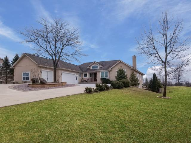 1539 Fox Hollow Ln, Cedarburg, WI 53012 (#1682383) :: Tom Didier Real Estate Team