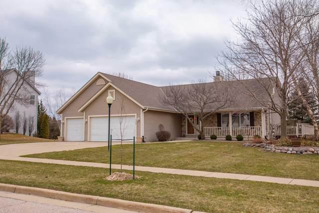 508 Eastern Trl, Mukwonago, WI 53149 (#1682435) :: RE/MAX Service First Service First Pros