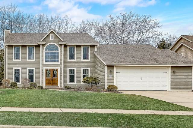 W69N431 Fox Pointe Ave, Cedarburg, WI 53012 (#1682512) :: Tom Didier Real Estate Team