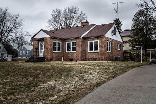 333 Chicago Ave, Viroqua, WI 54665 (#1682587) :: RE/MAX Service First Service First Pros