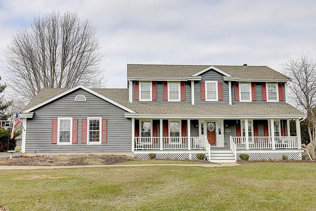 2153 Hillcrest Dr, Delafield, WI 53018 (#1682721) :: RE/MAX Service First Service First Pros