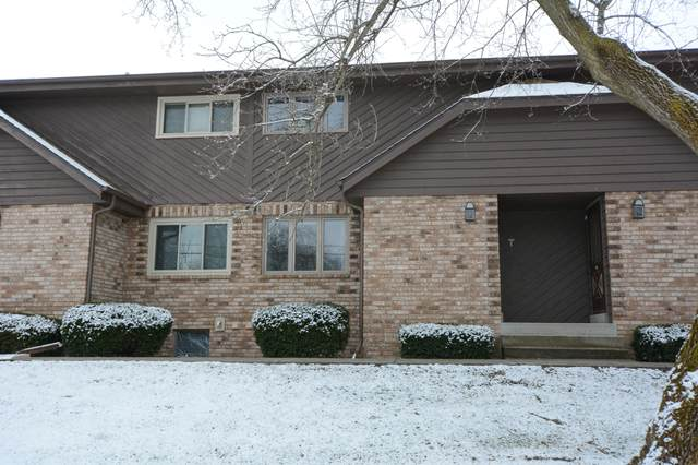 12442 W Cleveland Ave, New Berlin, WI 53151 (#1682775) :: RE/MAX Service First Service First Pros