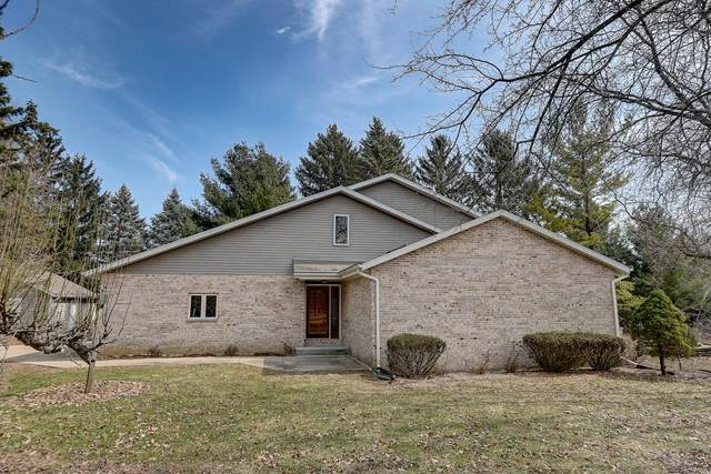 54 Huntington Rd, Delafield, WI 53018 (#1682824) :: RE/MAX Service First Service First Pros