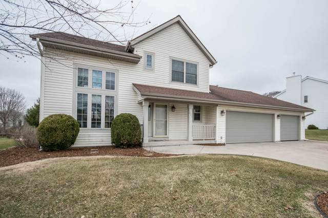 627 Eastern Trl, Mukwonago, WI 53149 (#1682861) :: RE/MAX Service First Service First Pros
