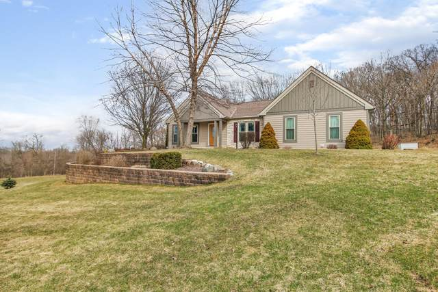 20805 W Windsor Dr, New Berlin, WI 53146 (#1682885) :: RE/MAX Service First Service First Pros