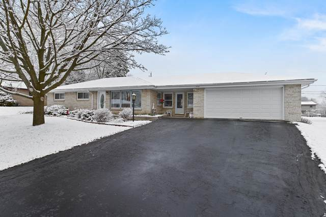 3906 W Mary Ann Dr, Franklin, WI 53132 (#1682896) :: RE/MAX Service First Service First Pros
