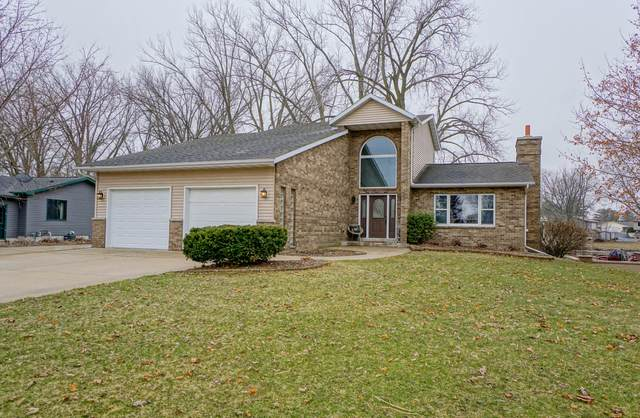 W1718 Circle Dr, Sullivan, WI 53178 (#1682921) :: RE/MAX Service First Service First Pros