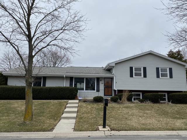 7305 N Sussex, Milwaukee, WI 53209 (#1683035) :: RE/MAX Service First Service First Pros