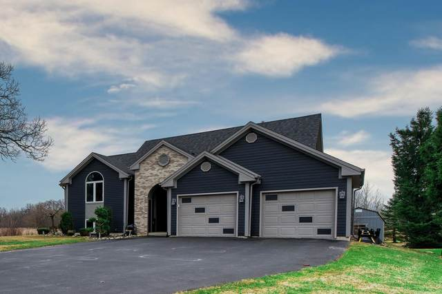28827 Kramer Dr, Waterford, WI 53185 (#1683086) :: RE/MAX Service First Service First Pros