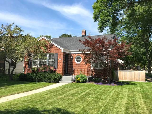 130 E Henry Clay St, Whitefish Bay, WI 53217 (#1683122) :: Tom Didier Real Estate Team