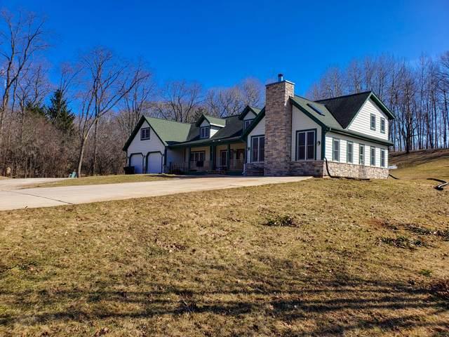 S72W30781 Kettle Ridge Dr, Mukwonago, WI 53149 (#1683135) :: Tom Didier Real Estate Team