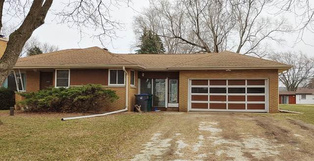 12431 W Nicolet Dr, New Berlin, WI 53151 (#1683213) :: RE/MAX Service First Service First Pros