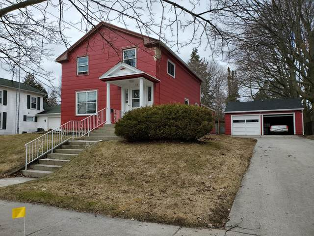 518 N 5th St, Manitowoc, WI 54220 (#1683216) :: RE/MAX Service First Service First Pros