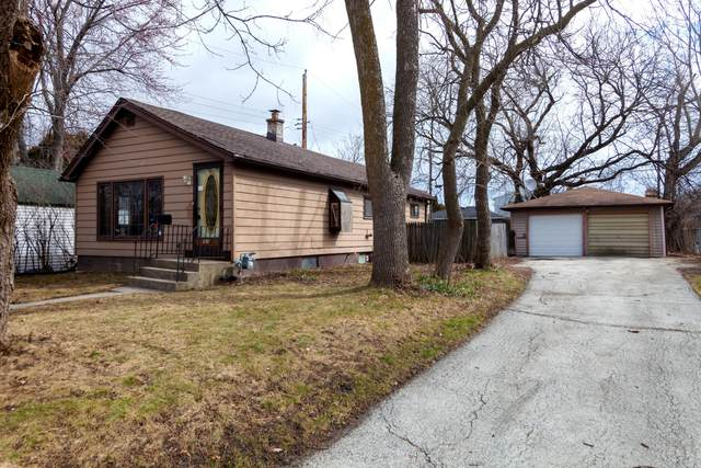 3316 S 62nd St, Milwaukee, WI 53219 (#1683337) :: RE/MAX Service First Service First Pros