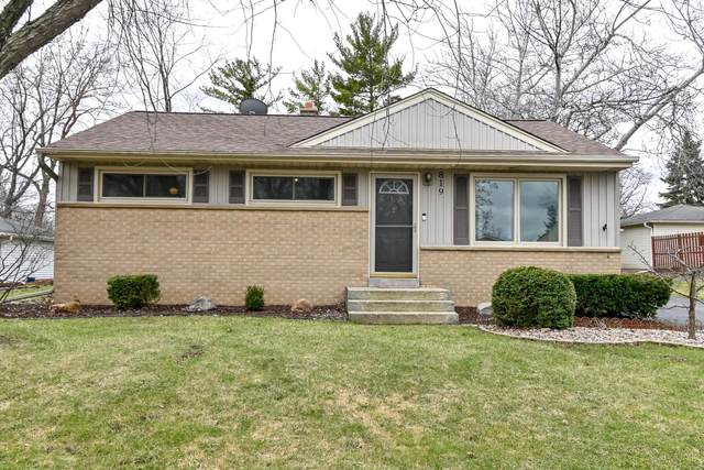 819 Evert St, Pewaukee, WI 53072 (#1683353) :: RE/MAX Service First Service First Pros