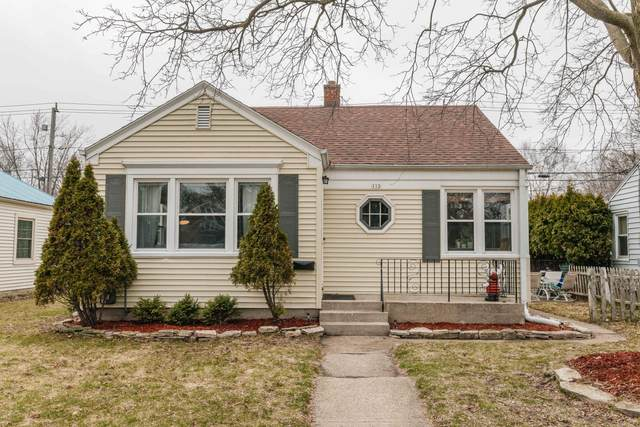 112 E Henry Clay St., Whitefish Bay, WI 53217 (#1683468) :: Tom Didier Real Estate Team
