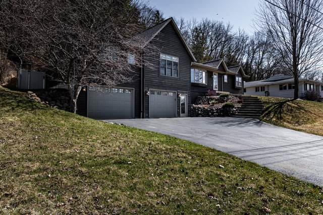 3155 Cliffside Dr, La Crosse, WI 54601 (#1683619) :: RE/MAX Service First Service First Pros