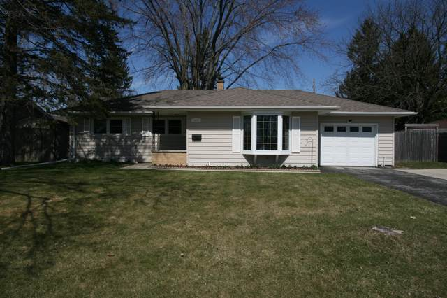 1004 Grant Pl, West Bend, WI 53090 (#1683828) :: RE/MAX Service First Service First Pros