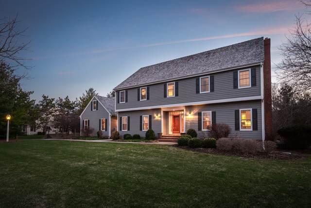 126 S Laurel Cir, Delafield, WI 53018 (#1683852) :: OneTrust Real Estate