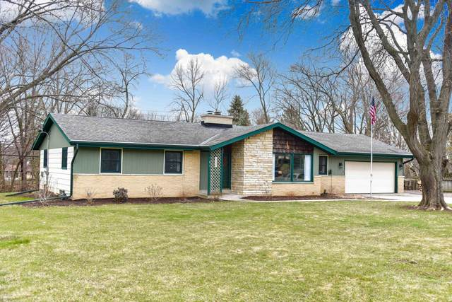 4920 S Langlade Dr, New Berlin, WI 53151 (#1683897) :: RE/MAX Service First Service First Pros